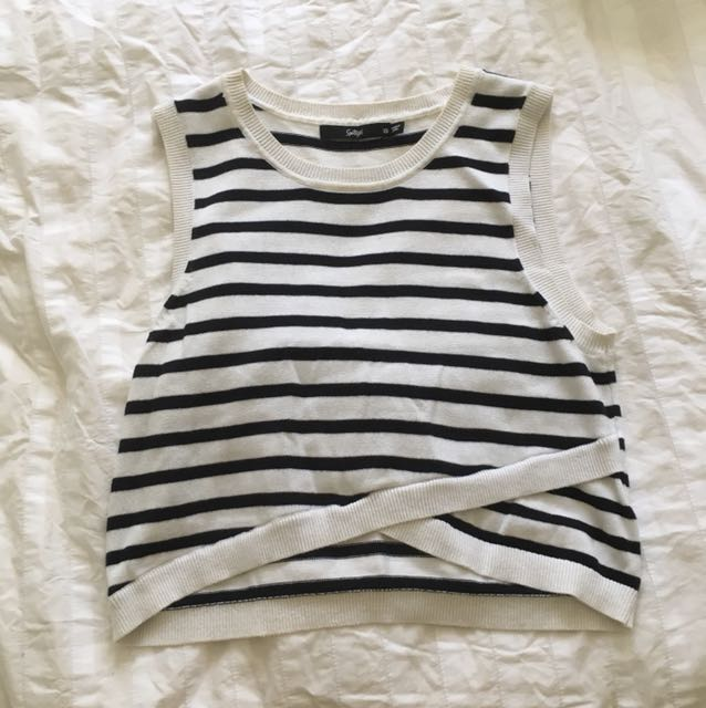 Sports girl stripes crop