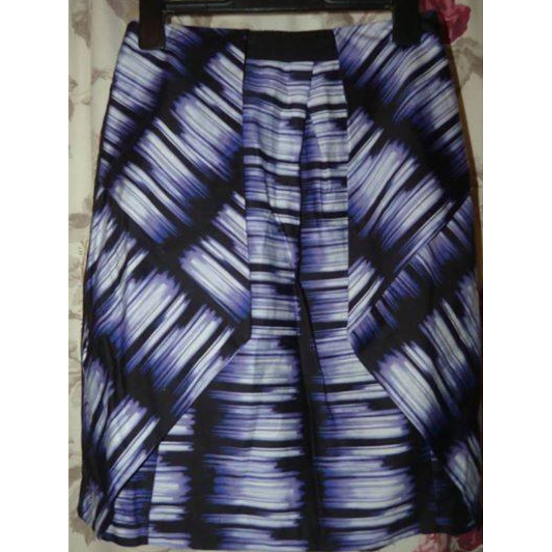 Veronika Maine (Cue) purple patterned skirt with lining 8 $20