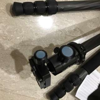 Selling carbon sirui tripod T-1204x almost perfect