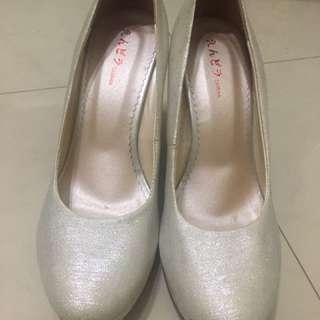 🚚 銀白高跟鞋