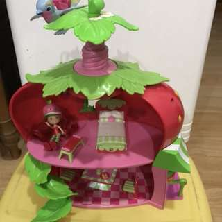 Strawberry Shortcake house set including doll
