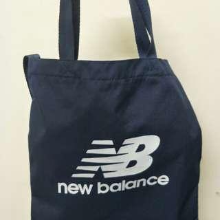 🚚 New balance防水側背包 深藍