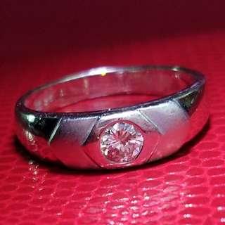 中性鑽石戒指 主石26份 金重量: 1錢1分8   16號圈口                   內印有 DTF                                                                                                保證真貨~如假包換~可以去驗證 如有興趣請pm我