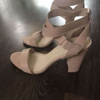 Wittner nude crossover strappy heels