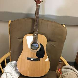 **Great condition DENVER guitar **^