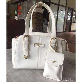 Authentic Samantha Vega White Box Type Handbag