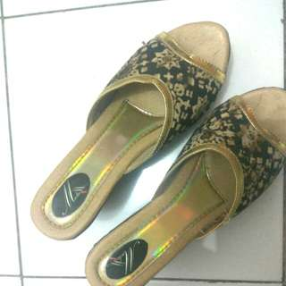 Sandal wedges batik