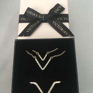 VICTORIAS SECRET Necklace & Bangle Set RRP $90US
