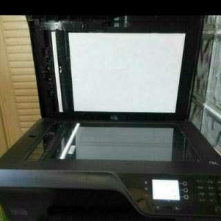 HP一4610型,4色多功能影印機。