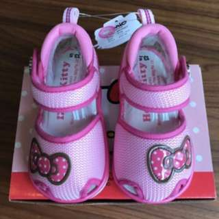 Hello Kitty sandals with sound