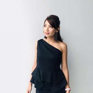 One shoulder peplum top from @lowelashop