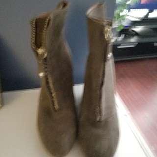 Zaea boots size 39