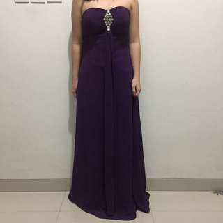 Strapless purple dress with brooch