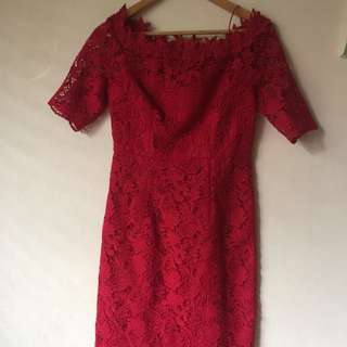 Super flattering red lace dress