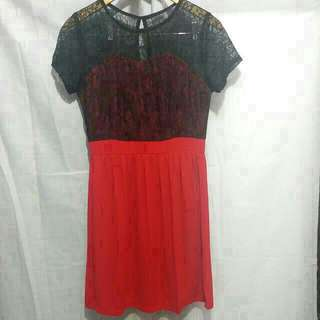 Brokat red dress