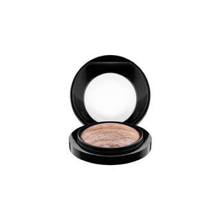MAC Mineralize Eyeshadow Duo in Love Connection