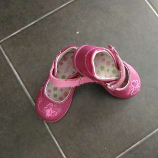 Girls Shoe size 5.5 (Toddler size)