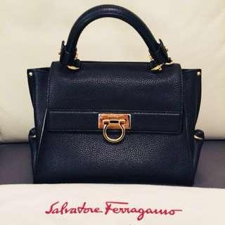 Salvatore Ferragamo leather ladies handbag /tote bag (90%new) (100%real) 罕有ferragamo 真皮女裝手袋,購自巴黎