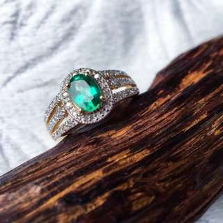 Emerald (Beryl) ring with 18k gold and full diamonds
