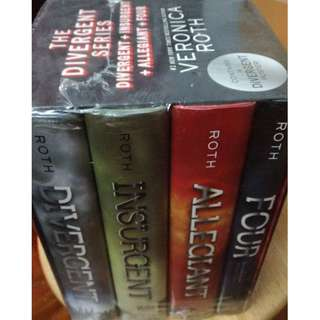 [45% off retail price] 4in1 The Divergent Series Book
