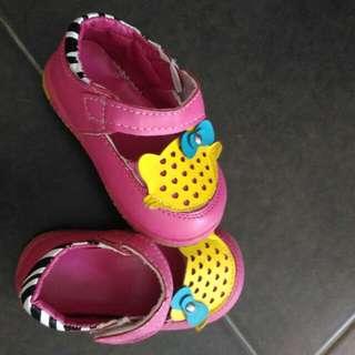 Girls Shoe size 17 (baby size)