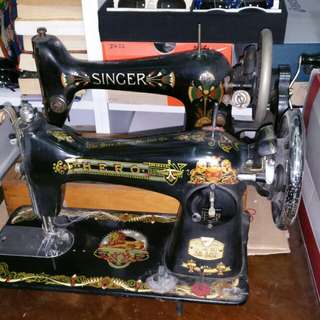 Antique Sewing Machine.hero good  condition