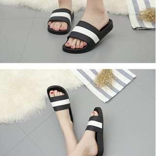 Beach korean flipflops with thick sandals