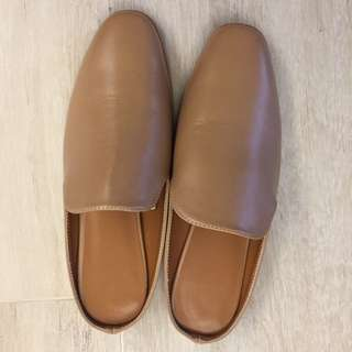 GU 啡色平底鞋 Mules