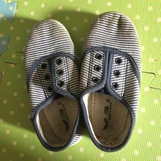 Zippy shoes