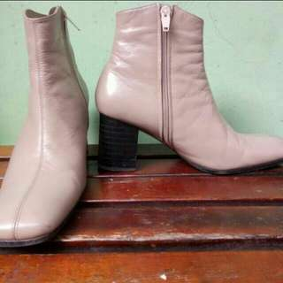 Boots heels soft pink