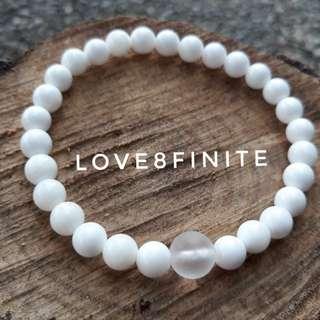 """I am still"" Tridacna + frosted quartz crystal Bracelet"