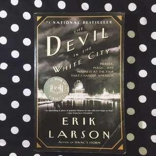 PAPERBACK: The Devil In The White City by Erik Larson