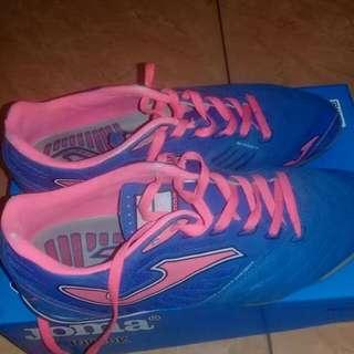 Sepatu futsal merk JOMA