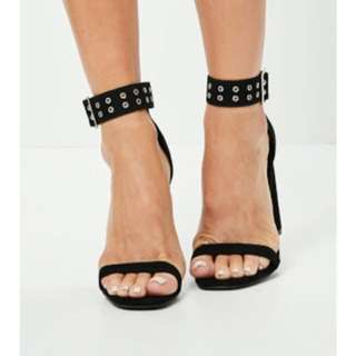 MISSGUIDED // BLACK EYELET CUFF BLOCK HEELED SANDALS