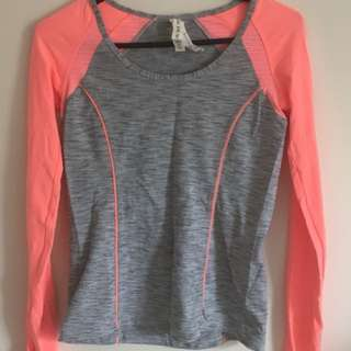 Brand New Lorna Jane top - Size xs