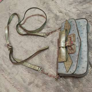 95 % Guess bag  with long chains