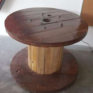 Wire spool table