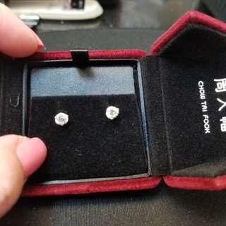 周大福CTF18k鑽石耳環一對,情人節禮物首選