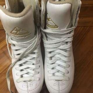 Jackson Ice Skating Shoes (size 1c) - 70% New