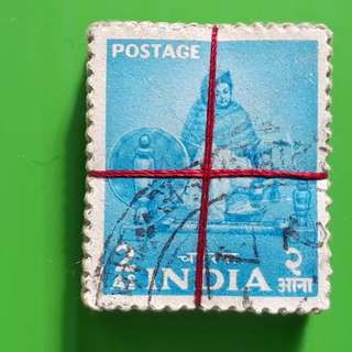 100 X india Definitive Vintage Stamps ( 1 BUNDLE ) - 1955 - Lady at a Charkha - 2 Annas - ALL THE STAMPS ARE NICELY PACKED in bundle, (1 bundle = 100 stamps )
