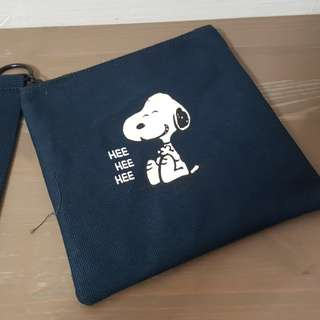 Innisfree snoopy pouch