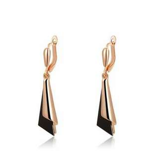 水滴形耳環/Drop-shaped earrings
