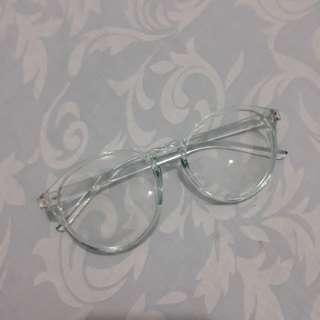 Kacamata frame transparan