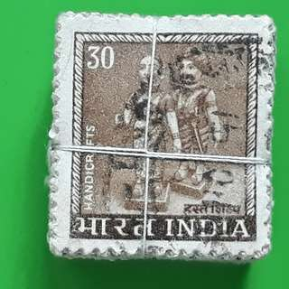 100 X india Definitive Vintage Stamps ( 1 BUNDLE ) -  1979 - 30 Handicraft Toy Doll - Value expressed in numeral only - ALL THE STAMPS ARE NICELY PACKED in bundle, (1 bundle = 100 stamps )