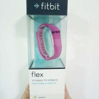 Fitbit flex brand new with extra bands