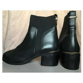 (New) Stradivarius real-leather boots