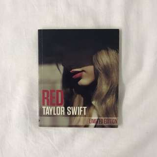 🍊 authentic taylor swift red tour limited edition CD and photo / fan book