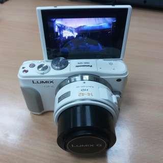 Panasonic Gf6 plus kitlens (white) m43 olympus lumix