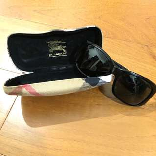 Burberry sunglass