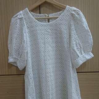 🚚 白色雕花鏤空短洋裝  二手  4/6後可寄送